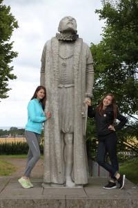 Elvira, Tycho Brahe statyn & Ellie 2015-07-31.